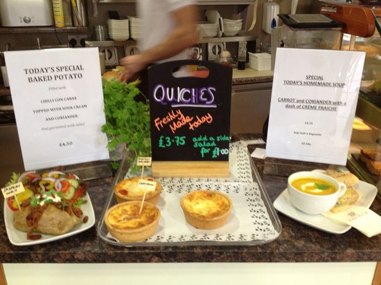 Creme du Cafe: Homemade individual quiches