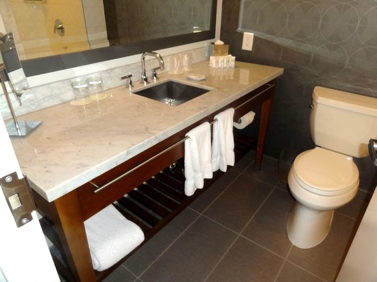 Le Meridien Atlanta Perimeter : Bathroom