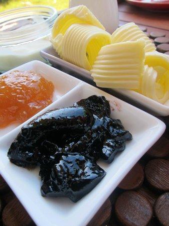 Kellers Bed & Breakfast: Fresh jam and butter