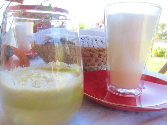 Kellers Bed & Breakfast: Milk and juice makes a yummy breakfast