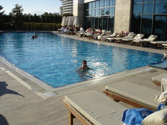 Baia Lara Hotel: verwarmd buitenzwembad, 29/30 graden