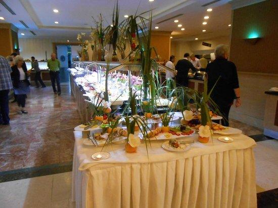 Aydinbey King's Palace Spa & Resort: Ein Teil des Buffets mit Deko