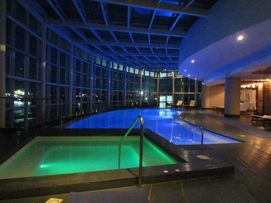 Hotel Dreams del Estrecho: Piscina al amanecer