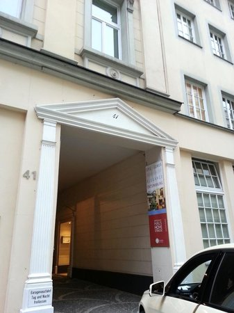 Schaper Apartment Düsseldorf: The Entrance