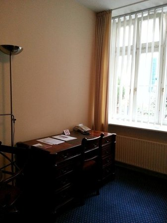 Schaper Apartment Düsseldorf: The Writing Desk