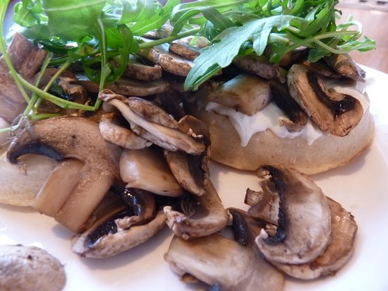 Green Rooms B&B : Crumpets with Cream Cheese and Sauteed Mushrooms Green Rooms Breakfast Special