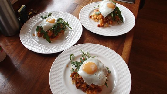 Green Rooms B&B : Chorizo Hash with Rocket, Egg and Sweet Chilli Sauce - Very Special Breakfast!