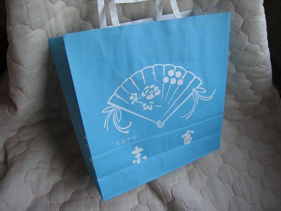 Suetomi: 水色が鮮やかな紙袋