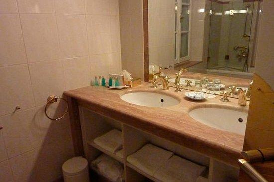 Radisson Blu Hotel Altstadt, Salzburg: cuarto de baño