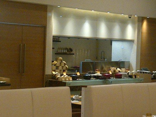 Novotel Pune Nagar Road : restaurant