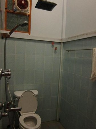 Hotel Rich Queen Mandalay: Hotwater a problem in room #101
