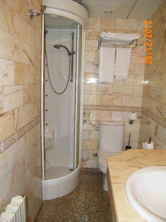 Aparthotel Casa Vella: En nuestro apartamento teniamos ducha de hidromasaje.