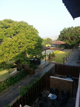Regenta MPG Club Mahabaleshwar : Cross View from our Deluxe Room at the First Floor ( Valley View)