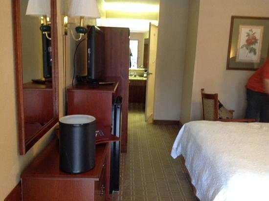 Red Lion Inn and Suites Fayetteville: guest room