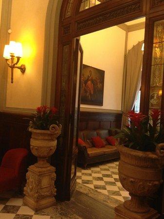 NH Collection Firenze Porta Rossa : ingresso hotel