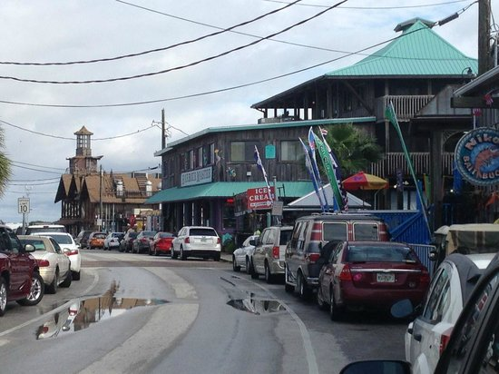 Mermaids Landing: The strip at Cedar Key - 5 minutes away