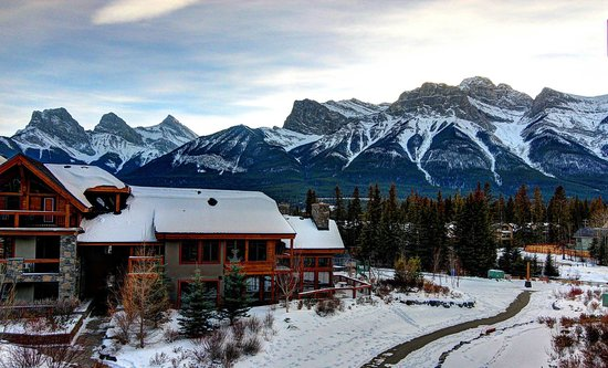 Rundle Cliffs Luxury Mountain Lodge: View from our balcony