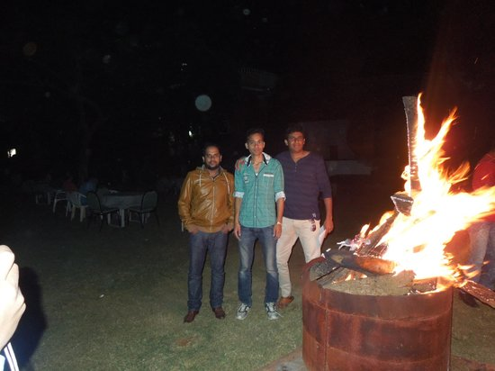 Country Club Medchal : Camp fire