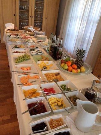 Hotel ArtVilla am See: The incredible Hotel Garni Koegel Artvilla breakfast each morning :)