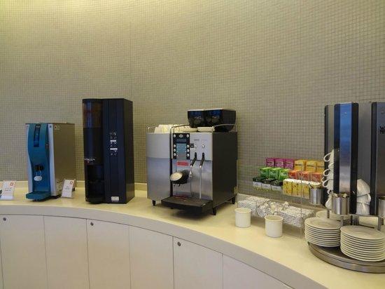 Naha Tokyu REI Hotel: 無料のドリンクサービス