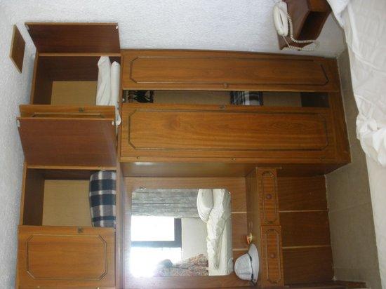 Hotel Terrazas de Costa Azul: moveis velhos e quebrados, decoraçao simples é diferente disto