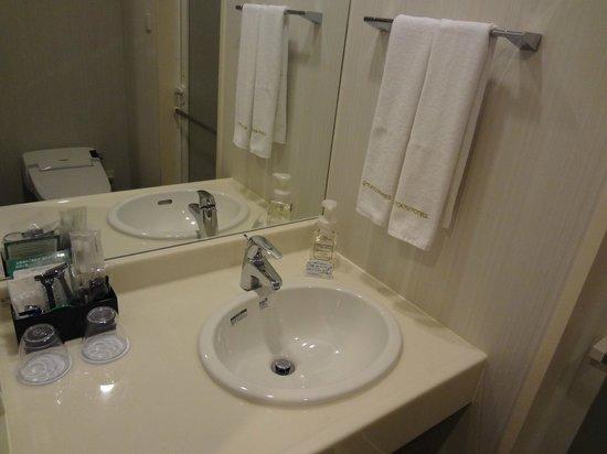 Naha Tokyu REI Hotel: 洗面台