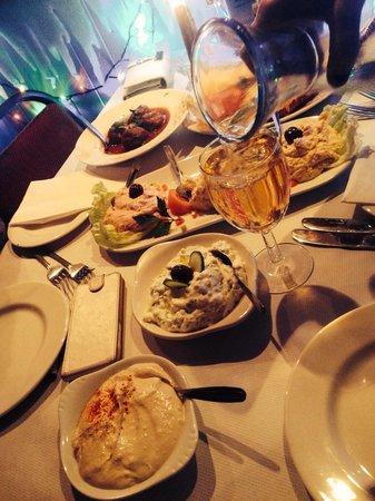 Yiamas Greek Taverna: The cold meze platter