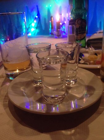 Yiamas Greek Taverna: Complimentary oozo yum!!!