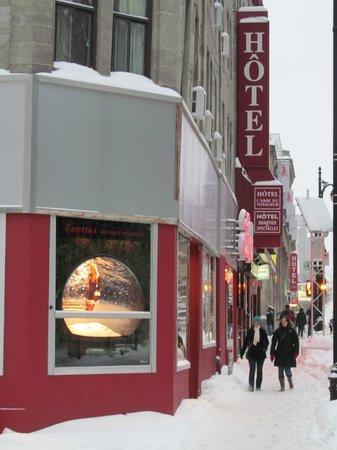 Hotel l'Abri du Voyageur: Street view