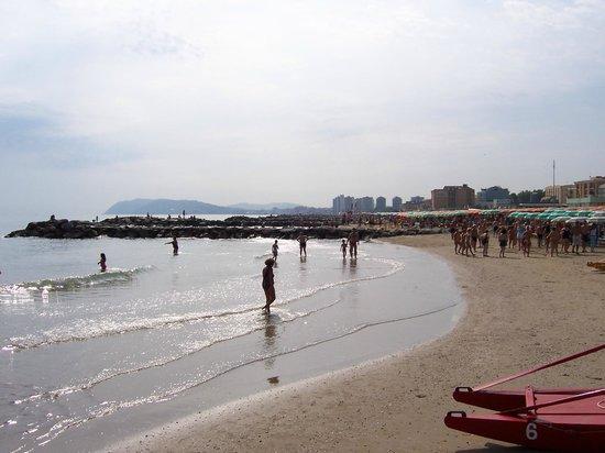 Mon Hotel Misano: La spiaggia di Misano