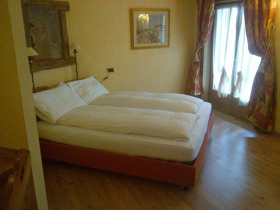 Room bild fr n compagnoni hotel breuil cervinia for Hotel meuble mon reve cervinia