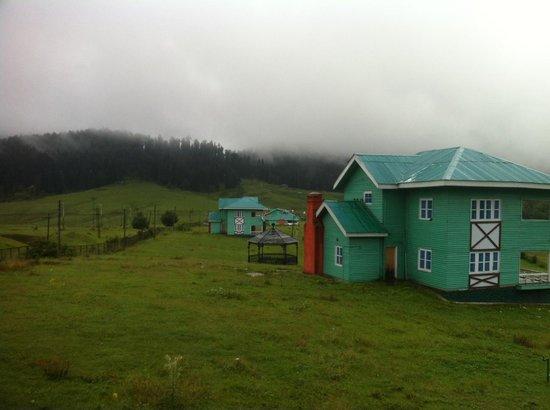 Yousmarg : JKTDC resort cottage