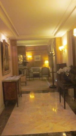 Hôtel  Mayfair Paris : Freundlicher Empfangsbereich