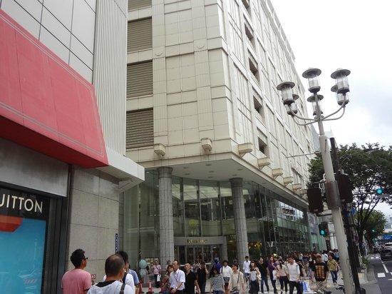 Sakae: 人々で賑わう街