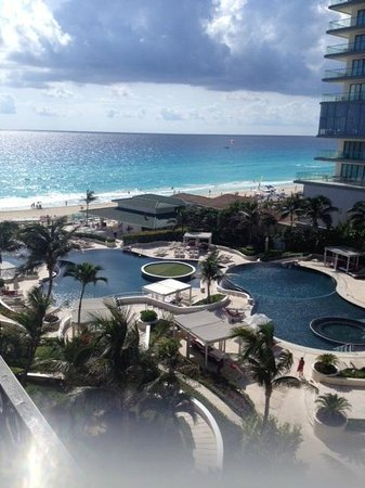 Sandos Cancun Lifestyle Resort : balcony view during midday sun