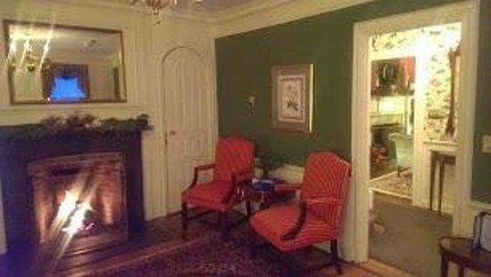 Harbor Light Inn : Common Room