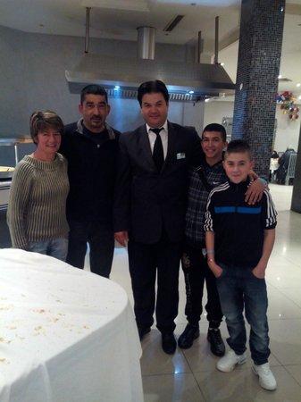 Houda Yasmine Hammamet: en photo avec le maitre d'hotel
