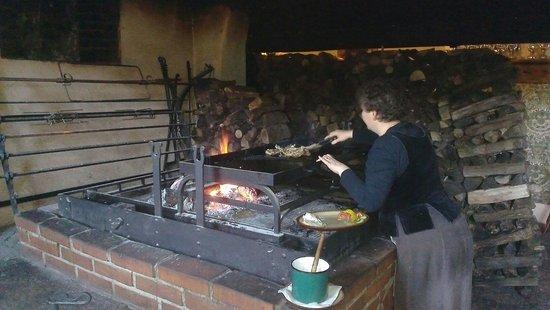 Krcma Marketa : Готовят рёбра