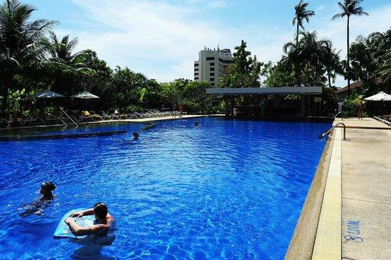 Centara Karon Resort Phuket : Poolen