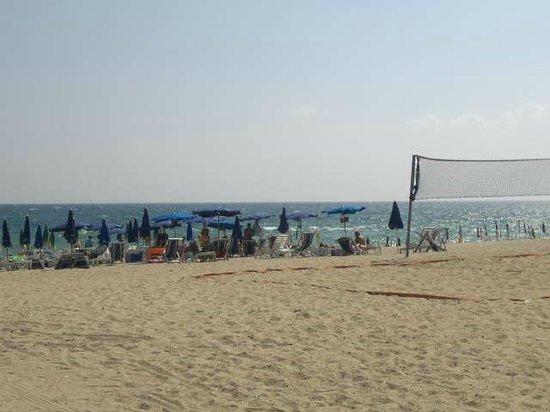 Villaggio Turistico Riviera del Sole : Spiaggia con beach volley