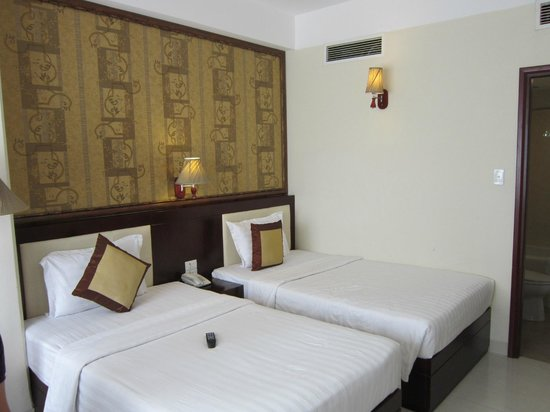 Alagon Western Hotel: Room with two double beds