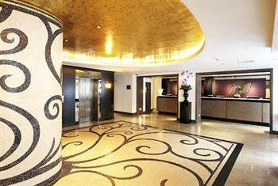 The Marylebone: Beautifully apointed foyer
