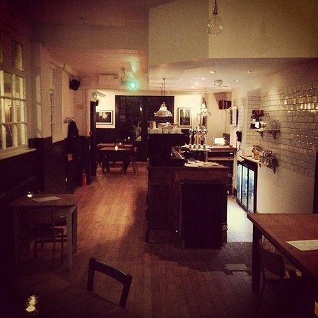 The Kings Arms: Cosy atmosphere and open fire