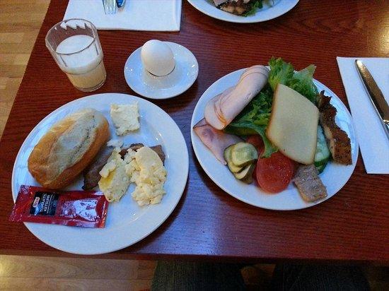 Holiday Inn Helsinki City Centre : ほんの一部ですが、豪華な朝食