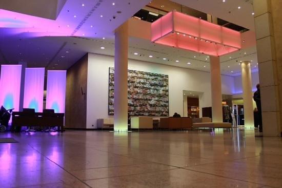 Pullman Berlin Schweizerhof: Lobby