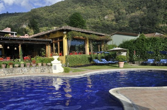 Hotel Atitlan: swimming pool and restaurant