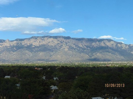Sheraton Albuquerque Uptown: Mountain Backdrop