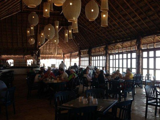 El Cozumeleno Beach Resort: El Cocal Beachside Restaurant