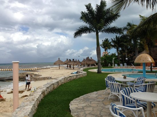 El Cozumeleno Beach Resort: Just outside the doors of El Cocal, looking toward another pool and beach