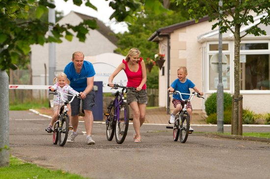 Viewfield Manor Leisure Park: Family On Park